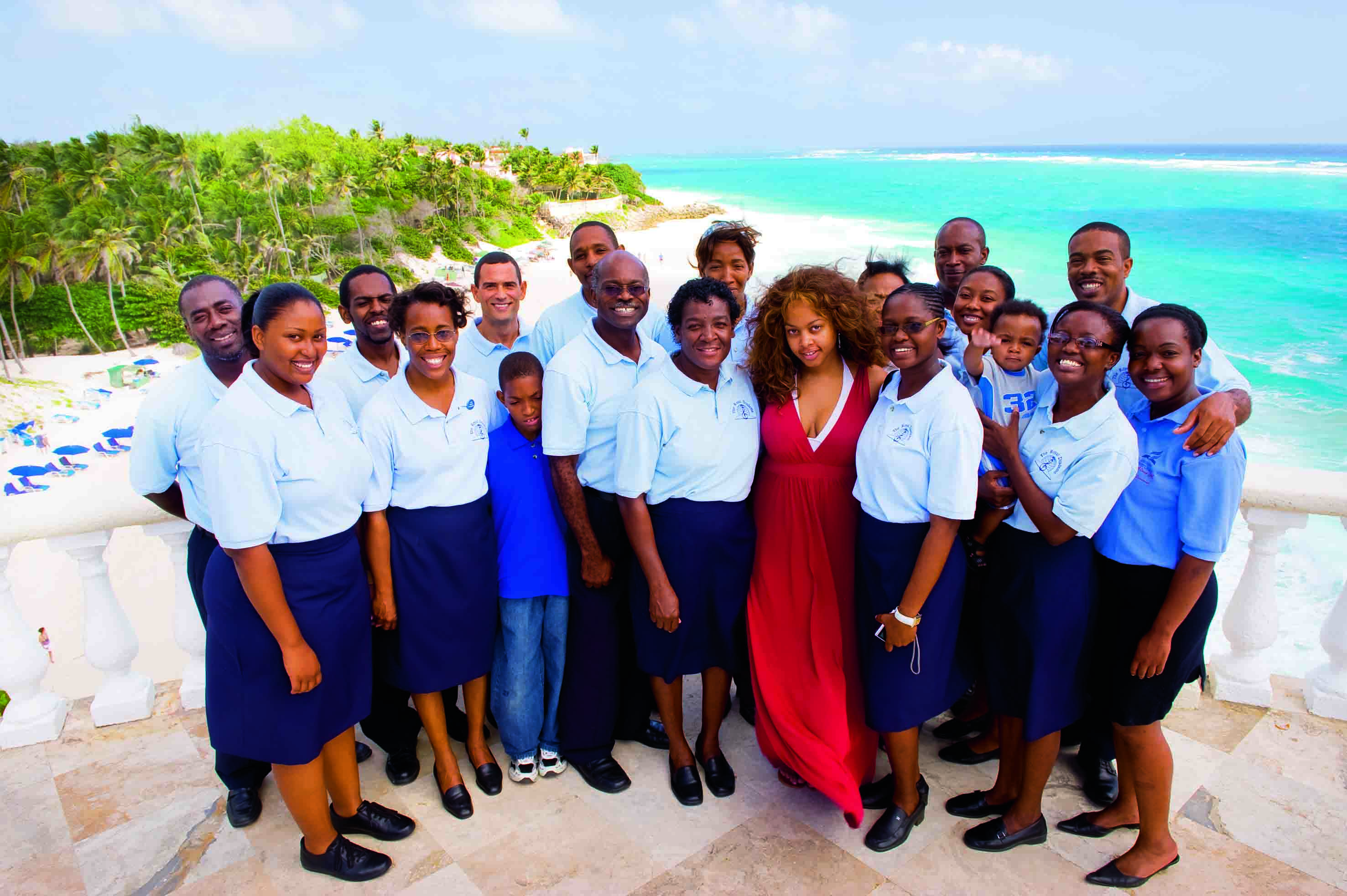 "GoSixt Barbados III: ""We are a mobile church."" Choir leader Ronald Bullen (centre) with his ""Royal Diadems""; Sonie gave her mother Cynthia (right) the ""gospel breakfast"" on her birthday at the Crane Resort. Foto: Erol Gurian"