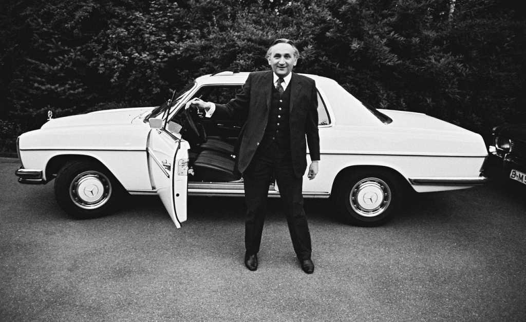 Egon Bahr, vor seinem Privatwagen auf dem Venusberg, Bonn, 1974; © Stiftung Haus der Geschichte der Bundesrepublik Deutschland